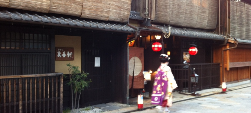 A Chance to See Maiko in Gion,Kyoto